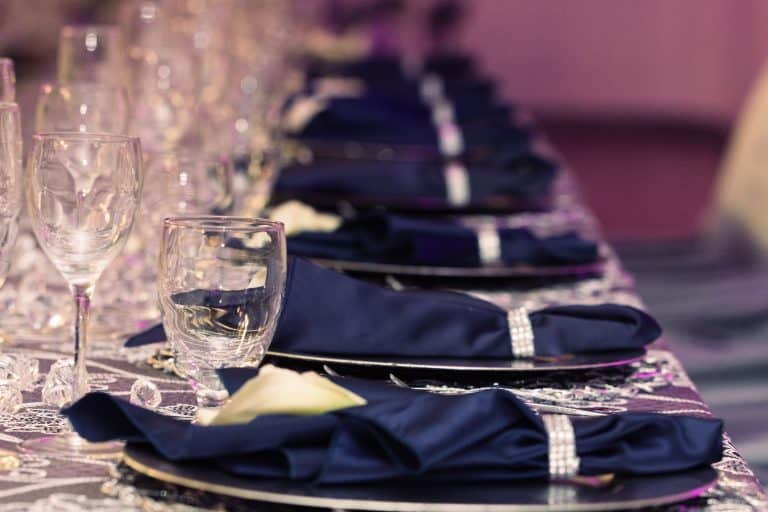 blue napkins with glasses at a bride and groom table