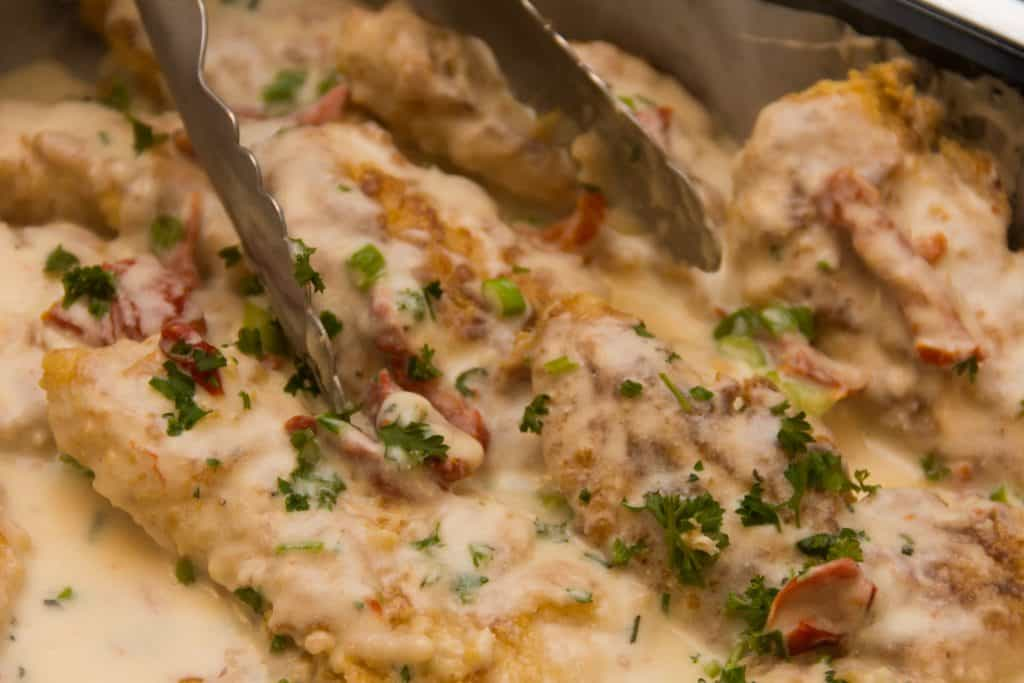 chicken with parsley and cream sauce